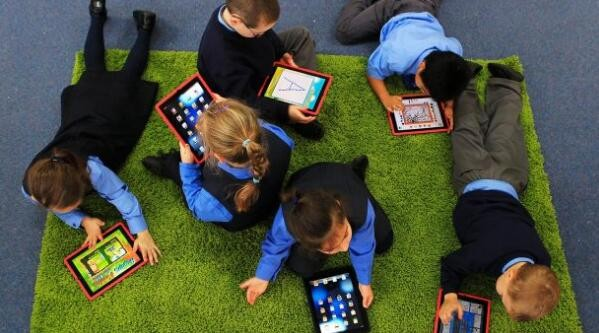 专家:要想学习成绩好 多玩网游少上社交媒体