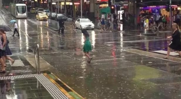 一半海水一半火焰!墨尔本暴雨席卷,悉尼高温肆虐